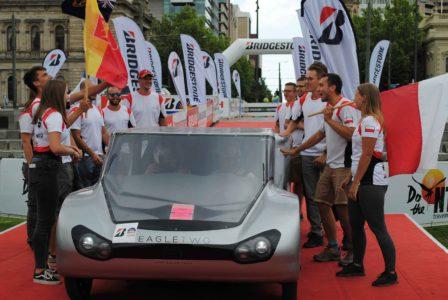 Lodz Solar Team z pojazdem elektrycznym