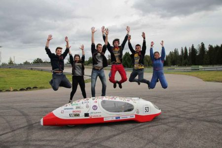 Studenci z pojazdem Eco Arrow